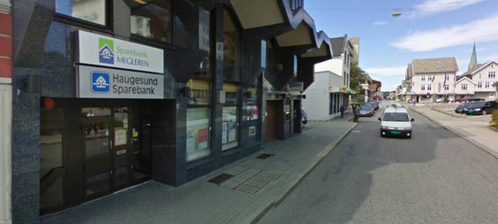 SKULLE SENDE HIT: Pengene fra SOS Rasismes lokallag skulle overføres til en konto i Haugeusund Sparebank. Foto: Google Maps