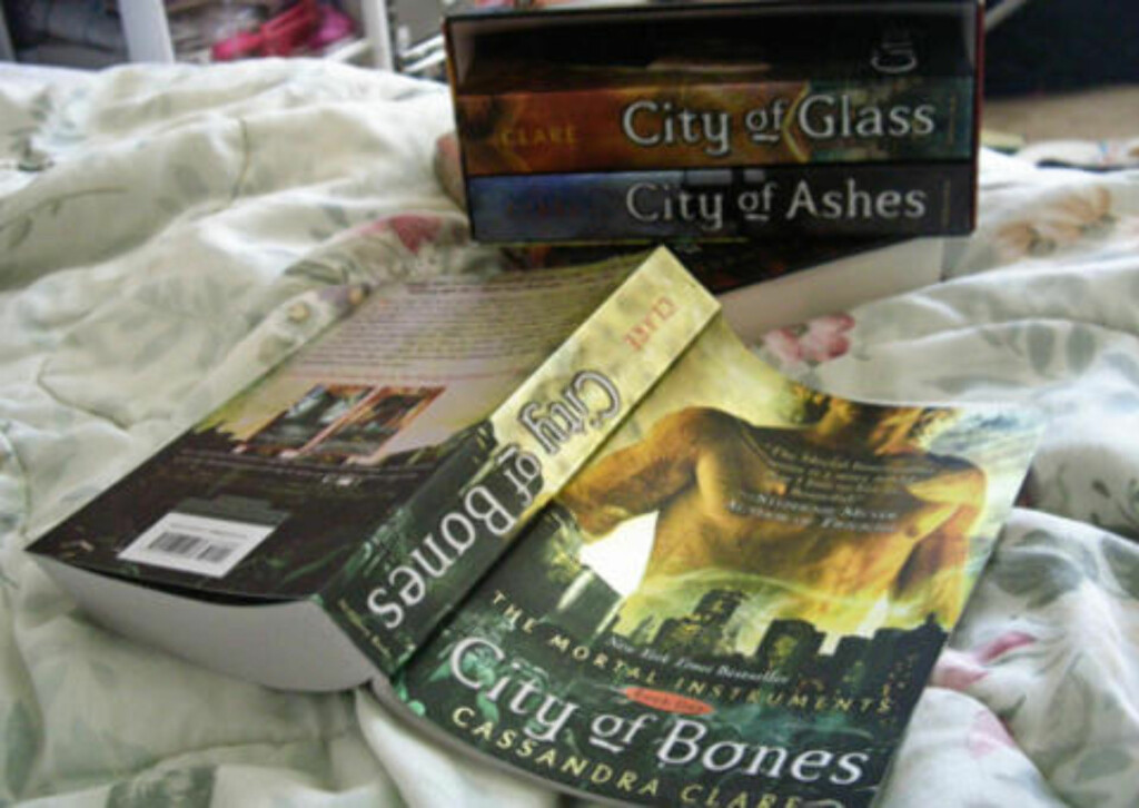 FANTASY: «The Mortal Instruments: City of Bones» er basert på boka av Cassandra Clare. Foto: Genevieve719 på Flickr (CC)
