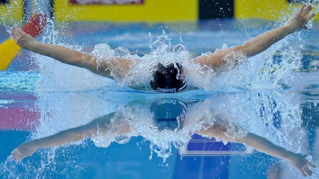 SKUFFET TROSS REKORD: Sindri Thor Jakobsson svømte inn til 2.00,96. Med det forbedret han egen rekord med 24 hundredeler, men det holdt ikke til å gå videre til semifinale. Foto: SCANPIX/EPA/TIBOR ILLYES HUNGARY