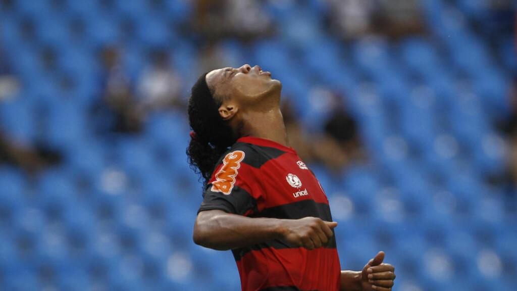 FULL KRIG: Ronaldinho saksøker Flamengo og avslutter kontrakten på dagen, etter en kjennelse i brasiliansk rett. Foto: SCANPIX/AP/Victor R. Caivano