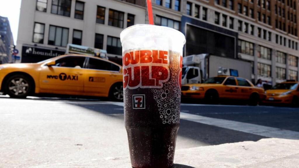 STORT PROBLEM: Forskning tyder på at 58 prosent av den voksne befolkningen i New York er overvektig.  EPA/JUSTIN LANE