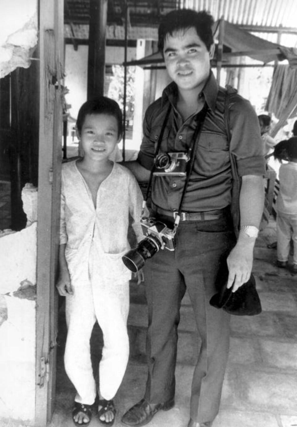 MØTTES IGJEN:  Fotografen Nick Ut besøkte Kim Phuc flere ganger, her i 1973. (AP Photo)