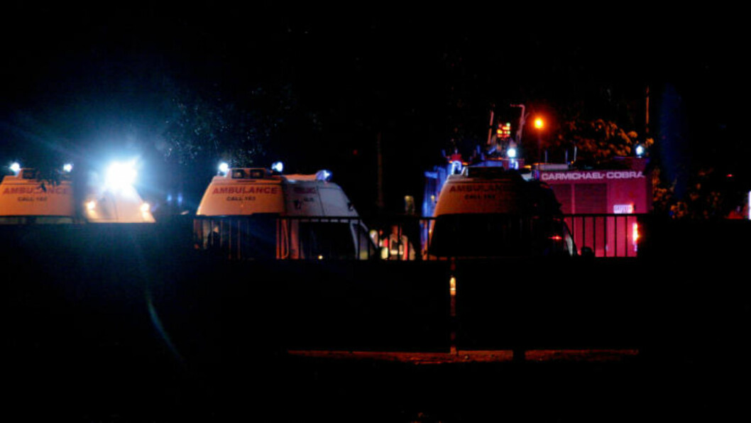 <strong>RYKKET UT:</strong> Flere ambulanser og brannbiler rykket ut da det kom melding om at et fly hadde styrtet. Foto: AP Photo/Christian Thompson/NTBScanpix