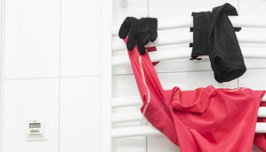Derfor stinker klærne etter vask