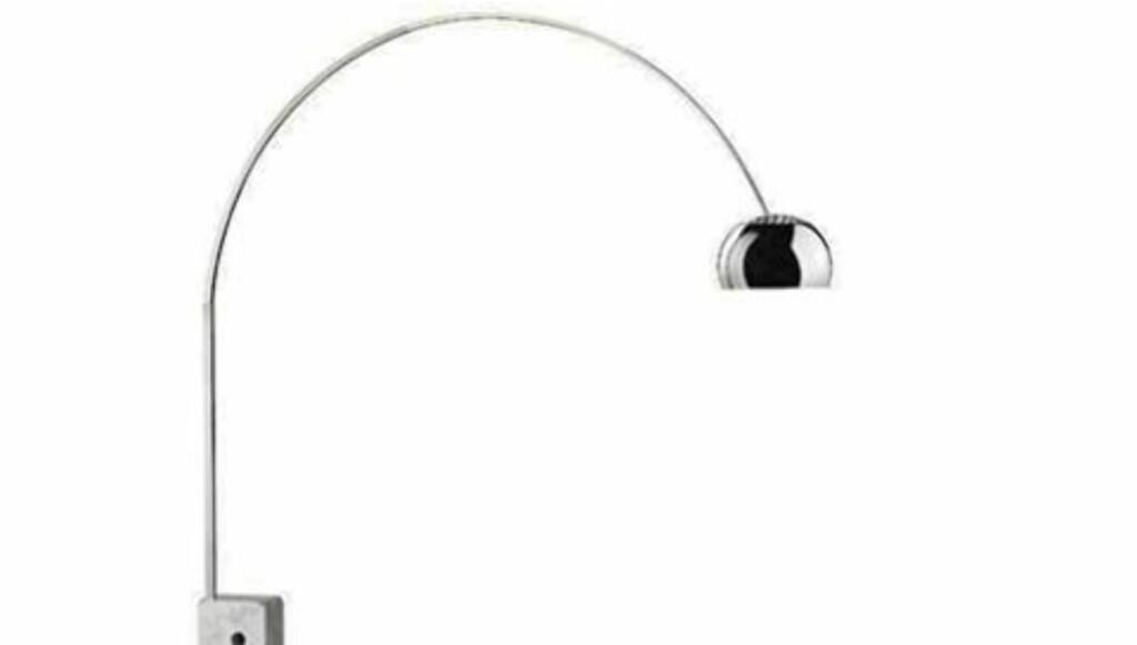 POPULÆR LAMPE: Ifølge nettstedet Smh.com.au er «The Arco lamp» en av de fem mest kopierte designmøblene. Originalen er designet av Achille Castaglioni og Pier Giacomo Castiglion, og produseres av Flos. Foto: Room21.no