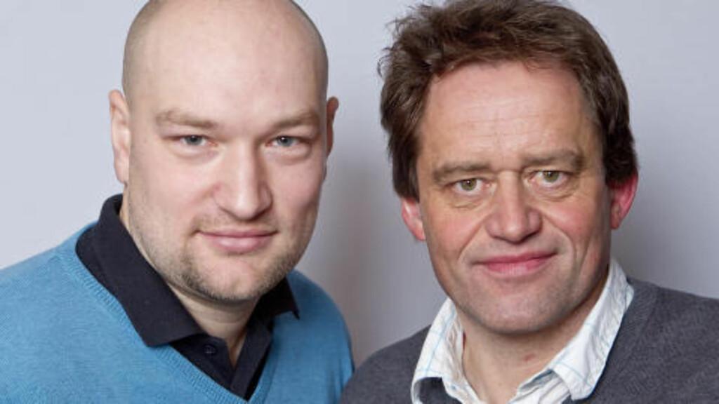NRK-KOMMENTATORER: Øystein Pettersen reagerer på kommentaren til Torgeir Bjørn (t.h.) under gårsdagens renn. Her sammen med Jann Post (t.v.). Foto: Cornelius Poppe / Scanpix .