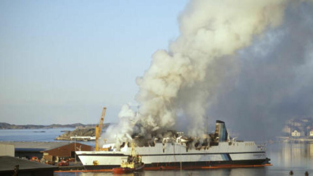 <strong>MORDBRANN:</strong> Brannen om bord Scandinavian Star var påsatt. 158 mennesker døde i brannen, ytterligere en person døde av røykskader seinere. Foto: Per Løchen / Scanpix