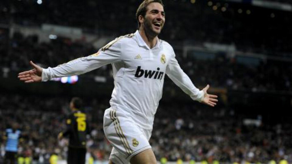 SCORET TO: Gonzalo Higuain scoret to mål for Real Madrid. Foto: AFP PHOTO/ DANI POZO