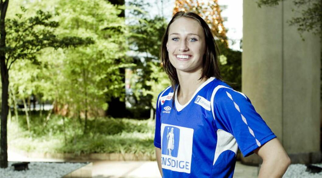 <strong>TIDSFORDRIV:</strong> Håndballspiller Camilla Herrem spiller Wordfeud når hun kjeder seg.Foto: Bjørn Langsem / Dagbladet.
