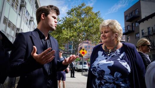 <strong>STRATEGIEN ER KLAR:</strong> Magnus Carlsen fortalte statsminister Erna Solberg om hvordan han forbereder seg til sjakk-VM. Foto: Øistein Norum Monsen / Dagbladet