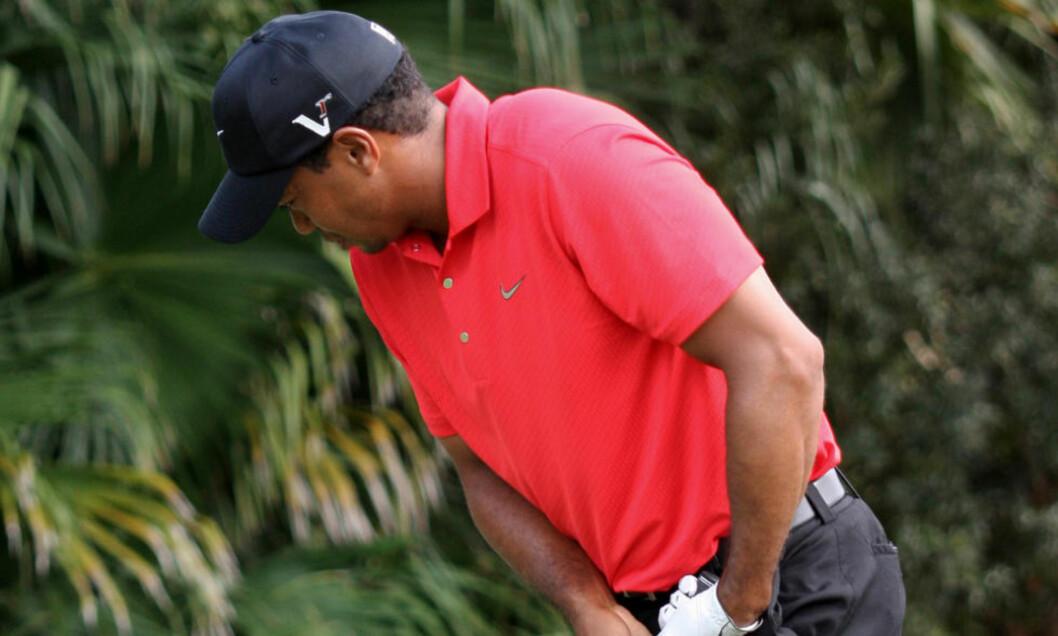 <strong>HALTET RUNDT:</strong> Tiger Woods hadde tydelige smerter og måtte bryte turneringen. Foto: Wilfredo Lee/AP/SCANPIX