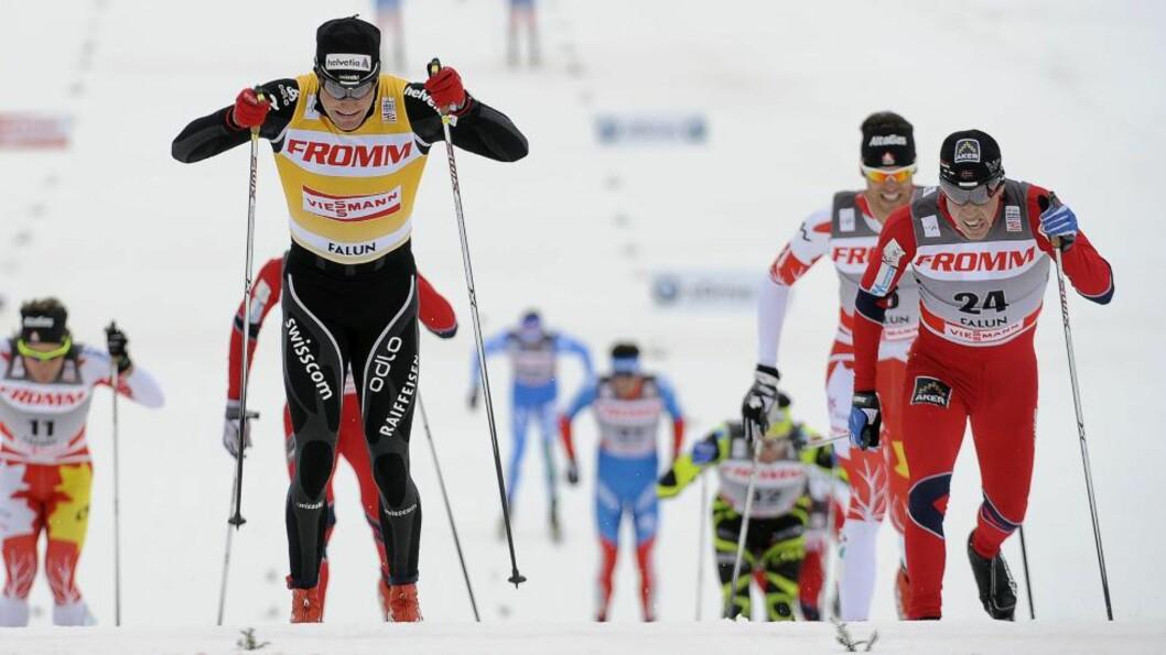 <strong>COLOGNA FØRST:</strong> For en uke siden avgjorde Eldar Rønning femmila i Holmenkollen på målstreken mot Dario Cologna. I dag var rollene byttet om på 15-kilometeren i Falun. Foto: Anders Wiklund, Scanpix