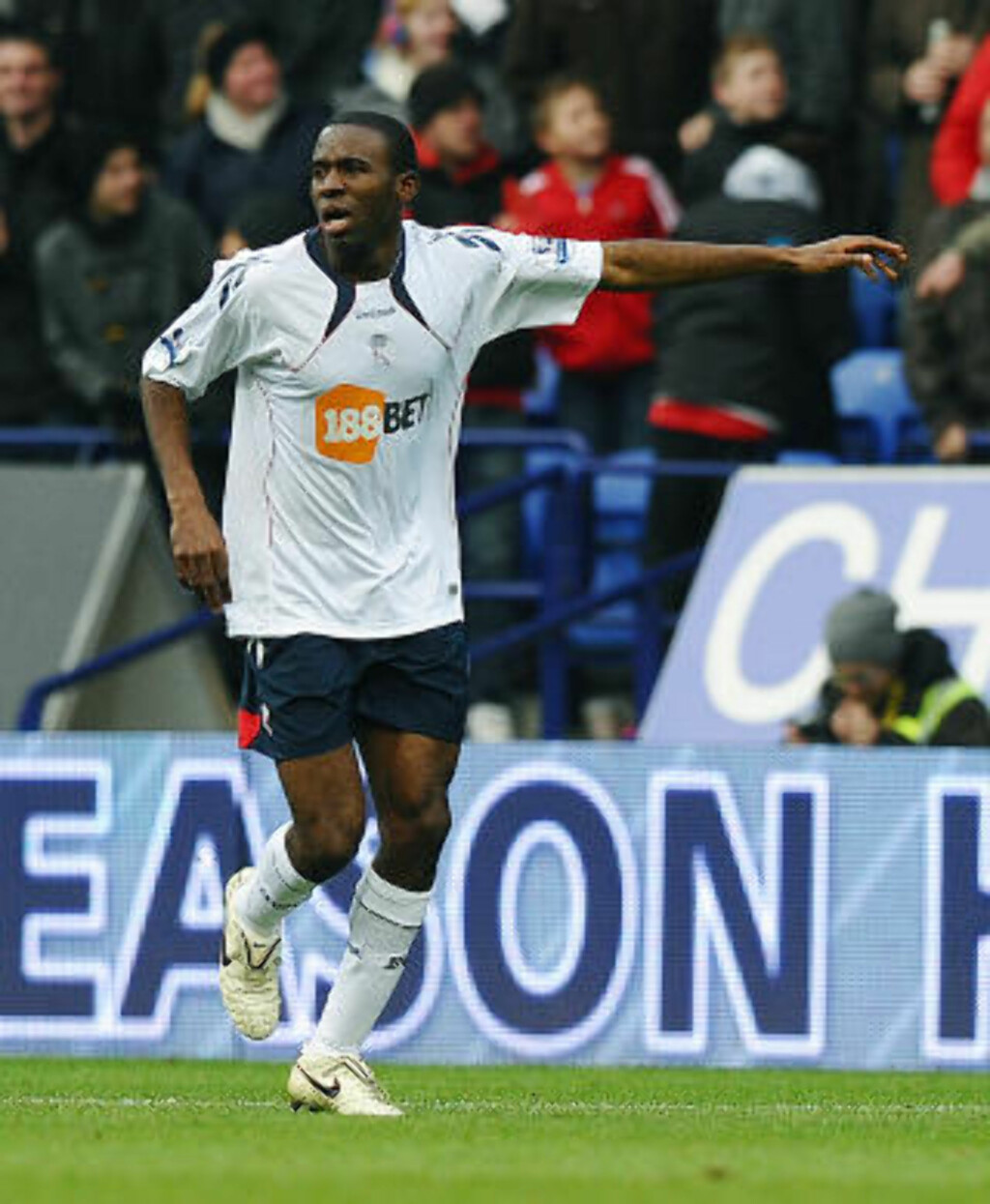 KOLLAPSET: Boltons Fabrice Muamba. Foto:  AFP PHOTO/PAUL ELLIS