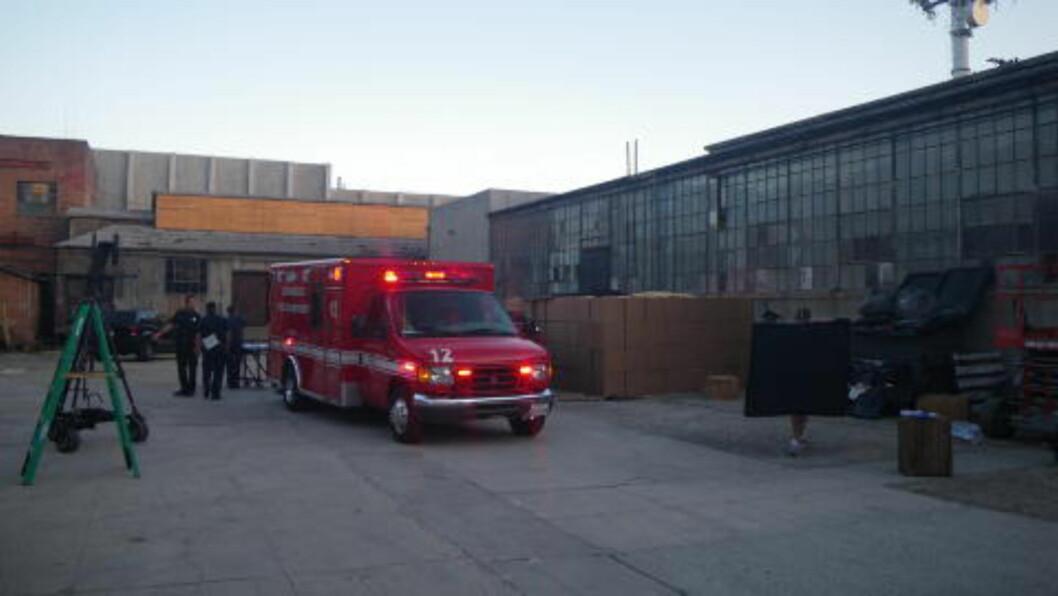 <strong>Bæ-bu:</strong> Her blir Jenny Skavlan kjørt til sykehuset i Los Angeles med nakkeskade.