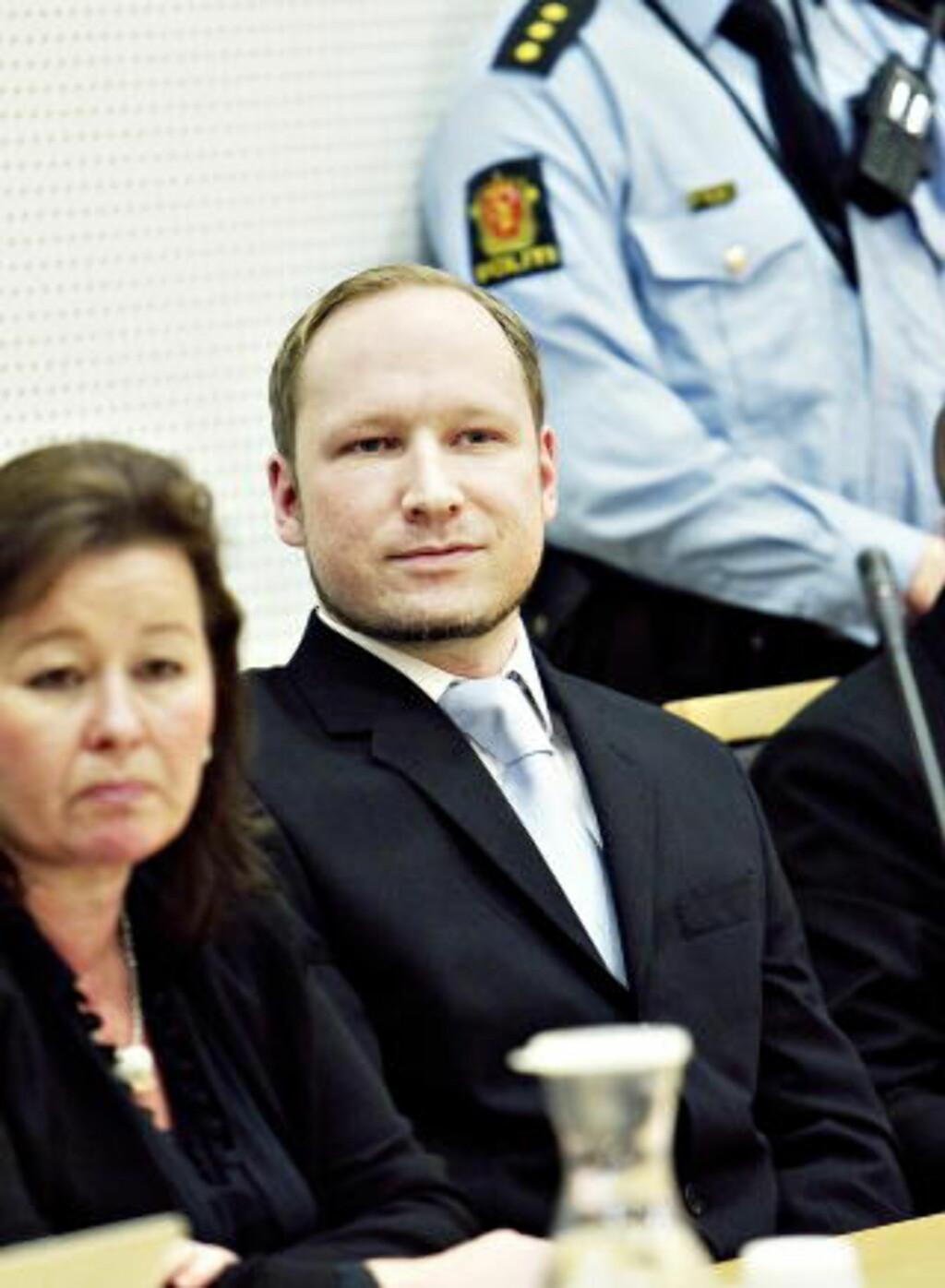 VIL IKKE KOMMENTERE: Forsvarer Vibeke Hein Bæra, her med Breivik under det siste fengslingsmøtet mot ham. Foto: Nina Hansen / Dagbladet