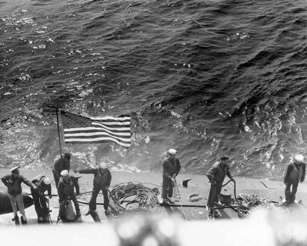 STOLTHET:  Atomubåten Scorpion var en viktig brikke for den amerikanske marinen og gikk ned da den var på vei hjem etter å ha overvåket sovjetisk aktivitet i Atlanterhavet. Her er marinesoldater i aksjon på overflaten. Foto: US Navy.