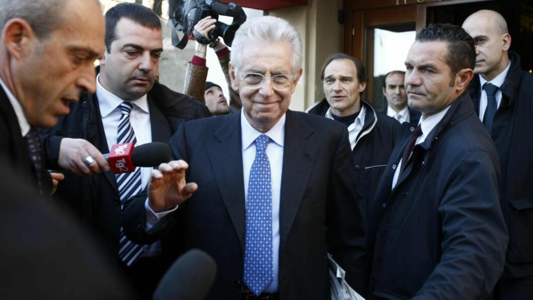 <strong>BRATT OPPOVERBAKKE:</strong> Mario Monti sa i helgen at han vil bygge «en fremtid med håp og verdighet for Italias barn». Men trass i at nasjonalforsamlingen vedtok sparepakken i helgen, blir det en bratt oppoverbakke for Monti fremover når han skal gjennomføre smertefulle reformer. Foto: Pier Paolo Cito/AP
