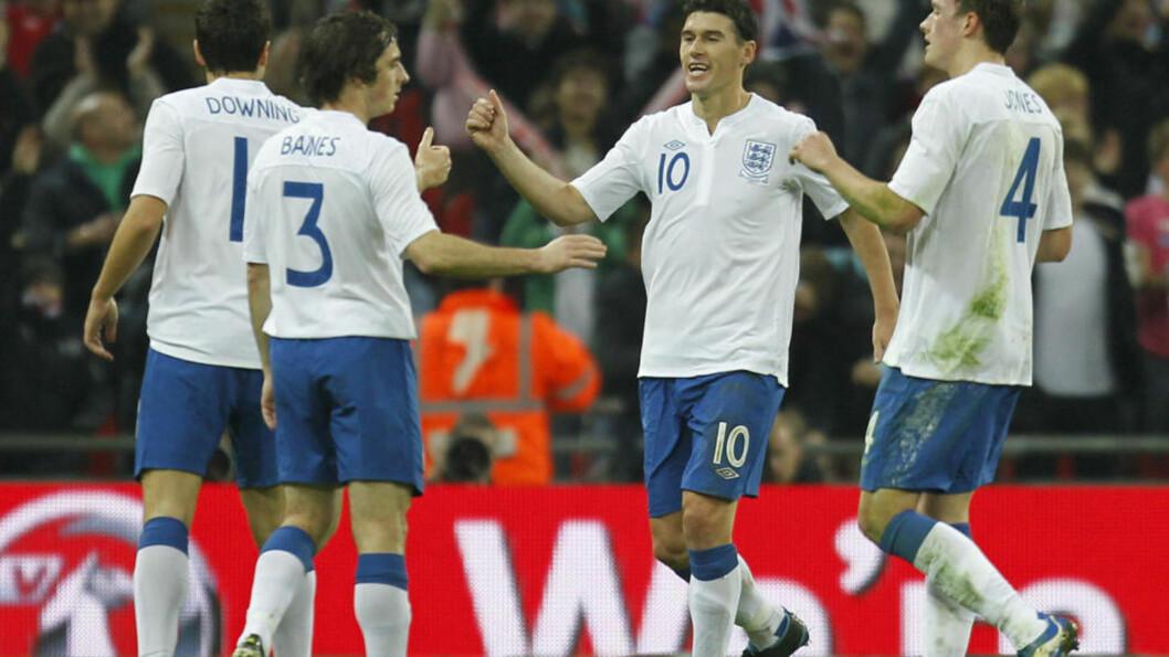 Et selvmål av Daniel Majstorovic senket svenskene på Wembley tirsdag. Det var første gang England slo Sverige siden 1968, nesten en historisk seier altså. Foto: AFP PHOTO/IAN KINGTON