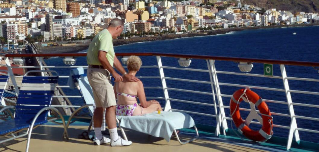 <strong>IDYLL:</strong> Livet på soldekket er ikke å forakte når cruiseskipet anløper Santa Cruz på La Palma. Foto: EIVIND PEDERSEN