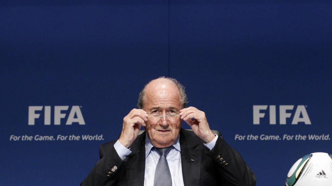 <strong>I HARDT VÆR:</strong> Sepp Blatter hevdet i to intervjuer i går at rasisme ikke er et problem i fotballen. Det har fått flere til å reagere. Foto: Reuters / Christian Hartmann / Scanpix