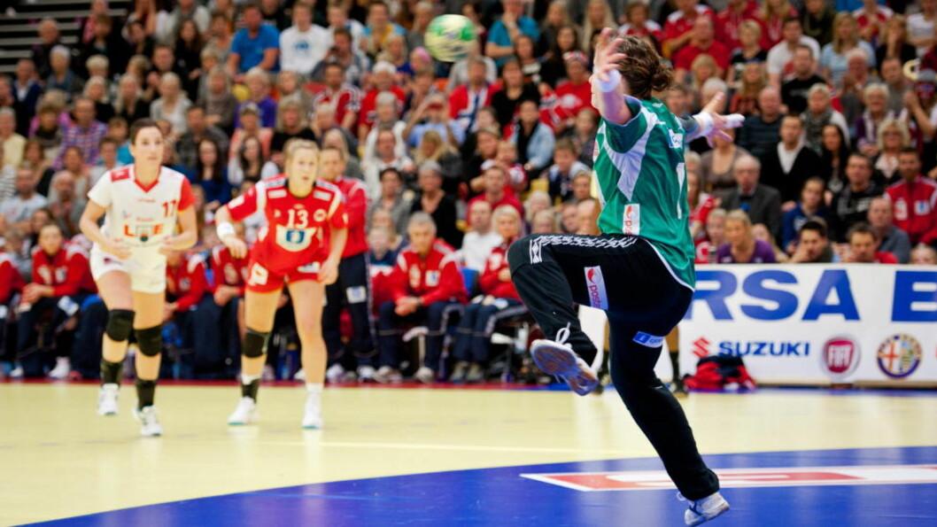 <strong>ÅPNET GODT:</strong> Kari Aalvik Grimsbø startet kampen strålende mot Spania. Foto: Kent Skibstad, Scanpix