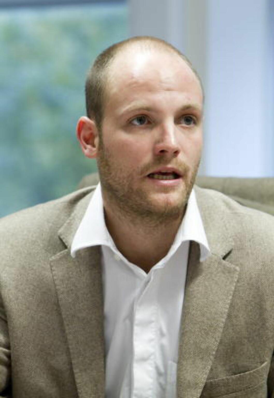 <strong>OPTIMIST:</strong> Marcus Rolandsen, styreleder i Stiftelsen Martines minnefond for rettferdighet, registrerer utviklingen i Jemen. Foto: Gorm Kallestad / Scanpix .