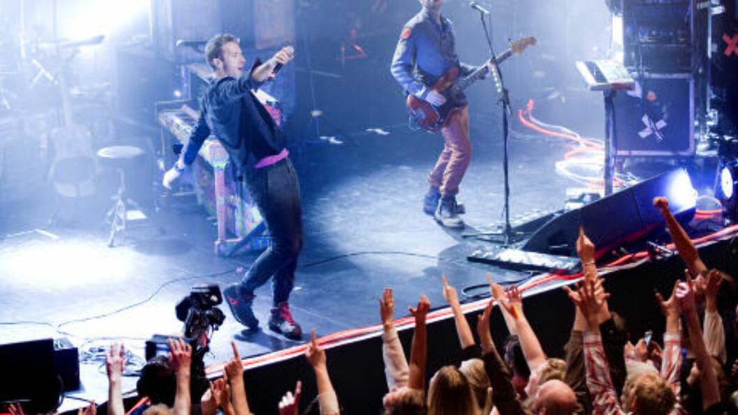 <strong>FORNØYD BAND:</strong> Etter konserten var over, la ikke bandet skjul på at de var fornøyde. Foto: Benjamin A. Ward / Dagbladet