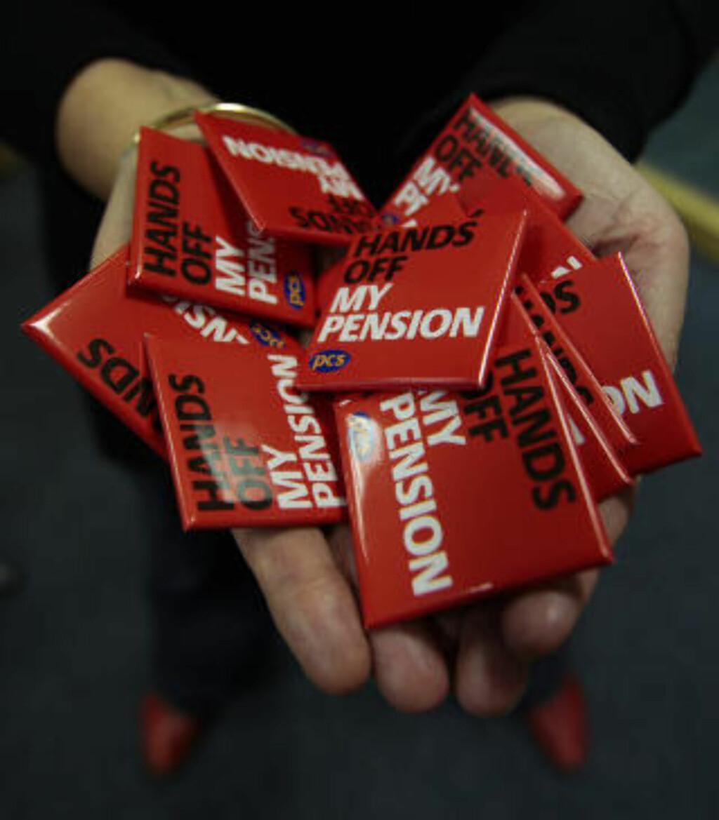 PENSJONSKRANGEL: Regjeringen vil kutte i pensjonen til de som er ansatt i offentlig sektor. Foto: SCANPIX/REUTERS/DAVID MOIR