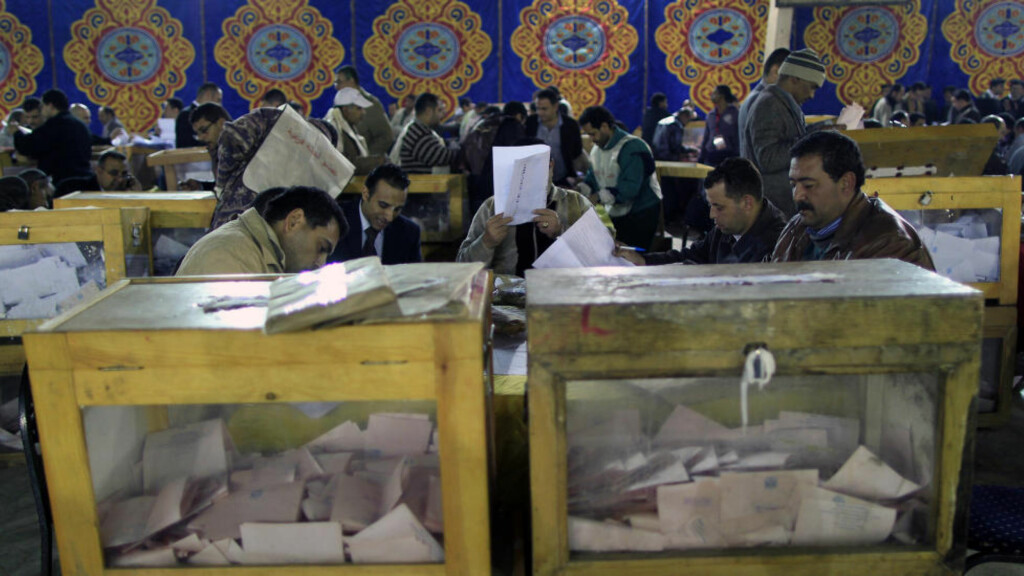 VALG: Her blir stemmene etter valget i Egypt telt. Foto: SCANPIX/REUTERS/Ahmed Jadallah
