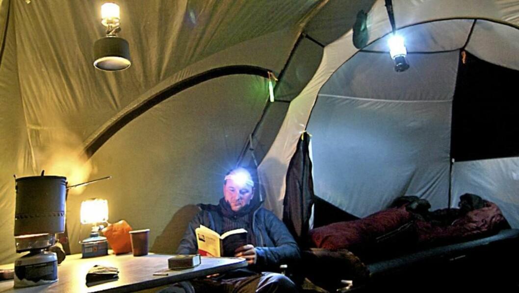 <strong>TEST:</strong> Villmarksliv og Klikk.no har testet 12 lykter som lyser opp teltturen - noen bedre enn andre. Foto: Tungen/Aktivt testteam