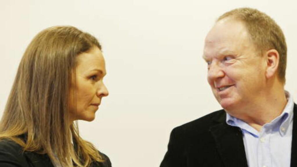 STIRRENDE BLIKK: Anders Behring Breivik har «et lett stirrende blikk, og blunker en hel del». Han fremstår med noe redusert mimikk, og et lett tilstivnet kroppsspråk i det han beveger seg svært lite på stolen under undersøkelsen.  «De sakkyndige vurderer dette som en lett, psykomotorisk retardasjon», skriver de sakkyndige Synne Sørheim og Torgeir Husby. Foto: HÅKON MOSVOLD LARSEN