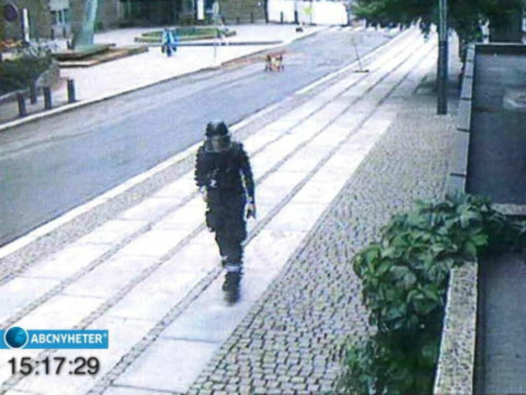 TROR HAN ER KORSFARER:I sin forklaring til politi klokken 20.15. den 22.07.11 sier Anders Behring Breivik at han er kommandør og sier videre «vi er korsfarer og nasjonalister». Breivik sier at de påklagede handlinger samme dag er et uttrykk for starten på en svært blodig borgerkrig. Han hevder i samme forklaring at «Knight Templar Norge» har gitt myndighet til å henrette A- B- og C-forrædere, og at organisasjonen er den øverste militær-, politi- og politiske myndighet i Norge. Foto: ABC NYHETER