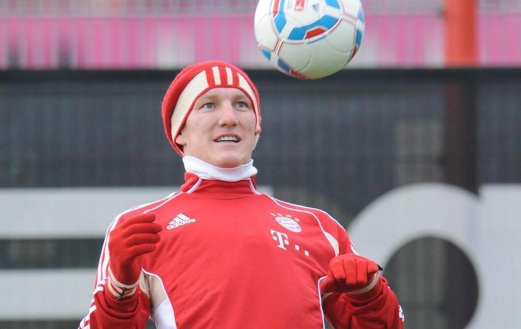 <strong>SNART TILBAKE:</strong> Bastian Schweinsteiger har vært skadd lenge - og var ikke forvantet tilbake før etter nyttår. Nå kan han rekke kampen mot Solbakken og Köln 16. desember. Foto: EPA/ANDREAS GEBERT