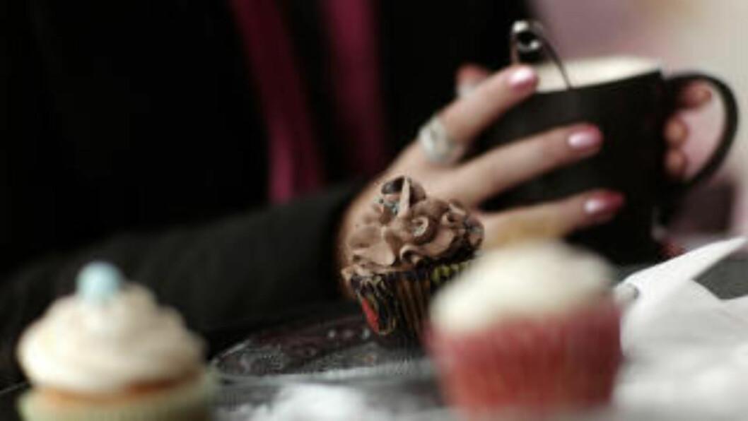 <strong>STAVANGERKOS:</strong> Bøker &amp; børst serverer  byens beste chai latte med fargerike cupcakes. Foto: TOMMY ELLINGSEN