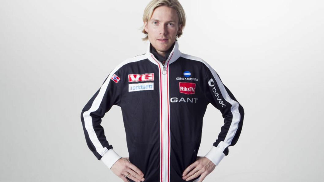 <strong>FLAU:</strong> Bjørn Einar Romøren var ikke spesielt høy i hatten da han kom til Tsjekkia i går &mdash; flere timer etter resten av laget.  Foto: Heiko Junge / Scanpix