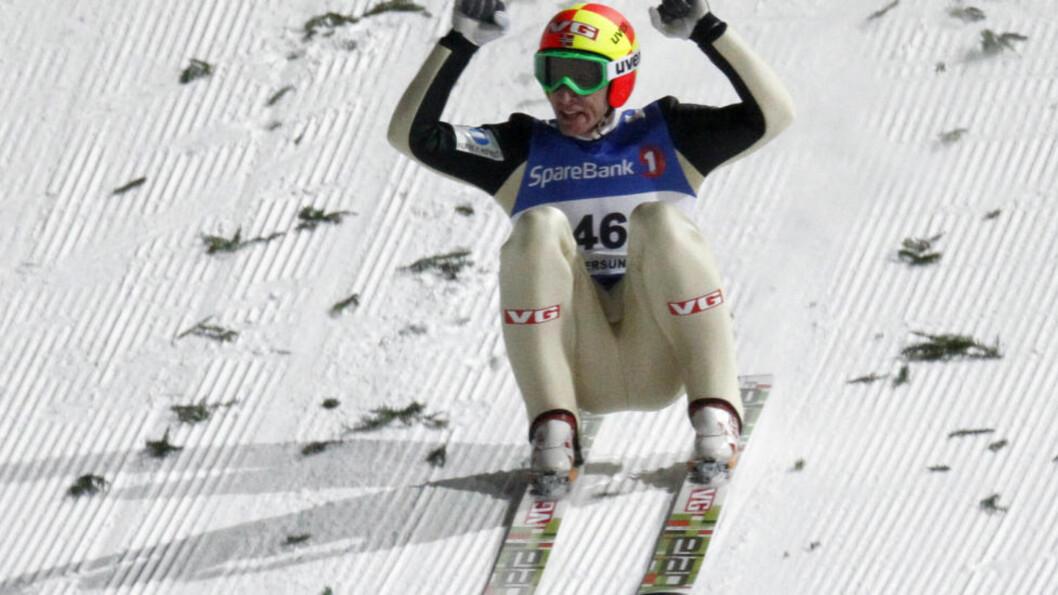 <strong>NY VERDENSREKORD:</strong> Ingen har hoppet lenger enn Johan Remen Evensen. Supersvevet på 246,5 meter fant sted i Vikersund 11. februar. I vinter kommer en ny sjanse når Vikersund arrangerer VM i skiflyging. De mest optimistiske tror på hopp over 250 meter. Foto: Daniel Sannum Lauten/AFP/Scanpix