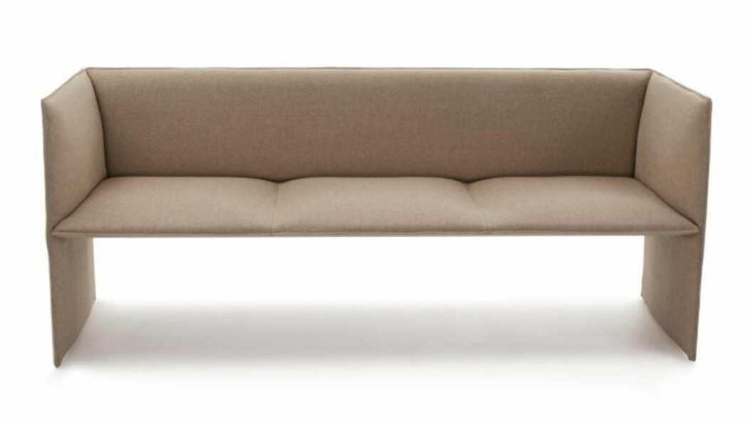 <strong>EKSTREM SOFA:</strong> L.K. Hjelles Mono-sofa er så minimalistisk som vel mulig. Ikke desto mindre har designerne Andersen&amp;Voll fått den til å bli et komfortabelt møbel. Pris kr.19.000. FOTO: Produsenten