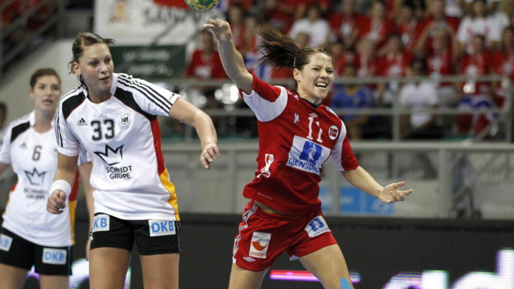 <strong>IKKE LIKE VANLIG:</strong> Vi er vant til å se Kari Mette Johansen og de andre norske kantspillerne løpe inn kontringsmål. Det har skjedd i år også, men langt sjeldnere enn i tidligere mesterskap. Foto: Gorm Kallestad, Scanpix