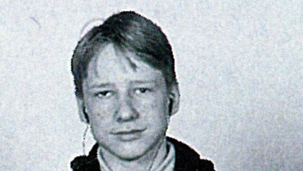 <strong>SOM UNG:</strong> Anders Behring Breivik fotografert da han gikk i 8A på Ris ungdomsskole. Fra barneskolen hadde han en norsk-pakistansk venn han holdt høyt. Foto: privat