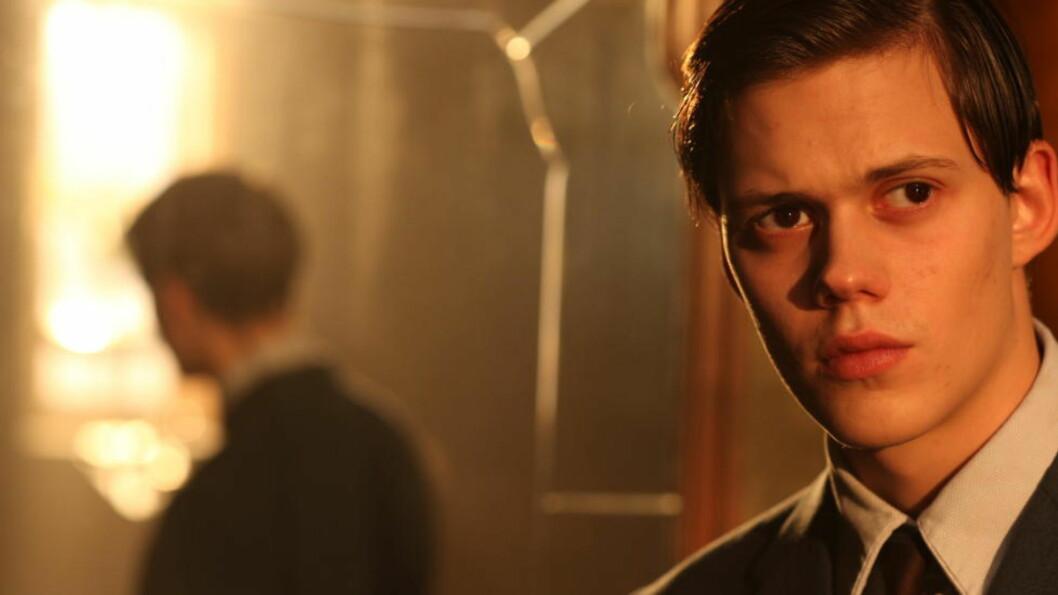 <strong>MISTILPASSET:</strong> Bill Skarsgård spiller hovedrollen i den svært tradisjonelle «Simon og eiketrærne».