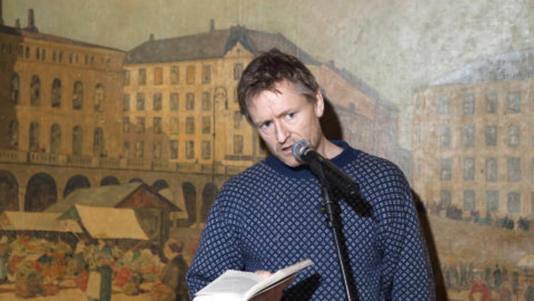 """<strong>HARRY:</strong> Henrik Mestad leste fra boka """"Rødstrupe"""" - om Harry Hole på nettopp Restaurant Schrøder. Foto: Anders Grønneberg"""