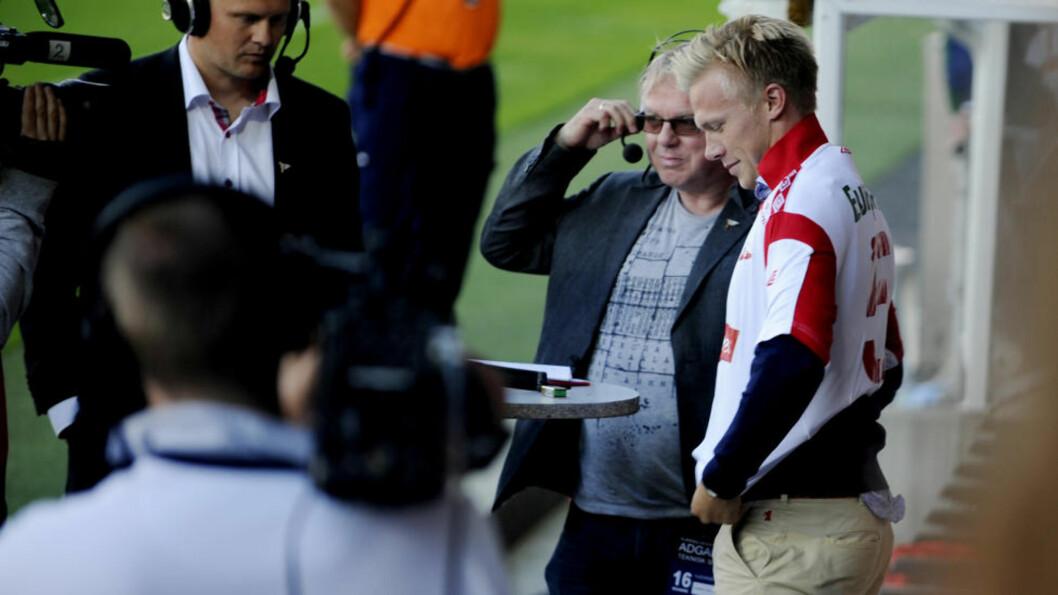 <strong>BLIR I FREDRIKSTAD:</strong> Andreas Landgren ble presentert i pausen på Fredrikstad Stadion i juli, og tok på seg sin nye FFK-drakt med nr 5 på ryggen. Nå har han skrevet under for tre nye år i klubben. Foto: Jon Olav Nesvold / Scanpix