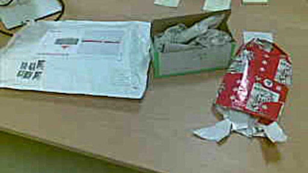 DORULL I POSTEN:  Den kvinnelige selgeren (19) sendte en dorull inne i pakken Stig Ove Snøsen kjøpte av henne på finn.no. Pakken hadde hun pakket inn i julepapir. Foto: Privat