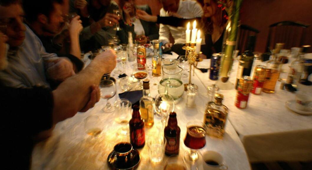 <strong>ALKOHOL:</strong> Julen er en høytid som er forbundet med fest å moro. Men det kan lønne seg å ikke strekke strikken for langt. Foto: Geir Bølstad / Dagbladet