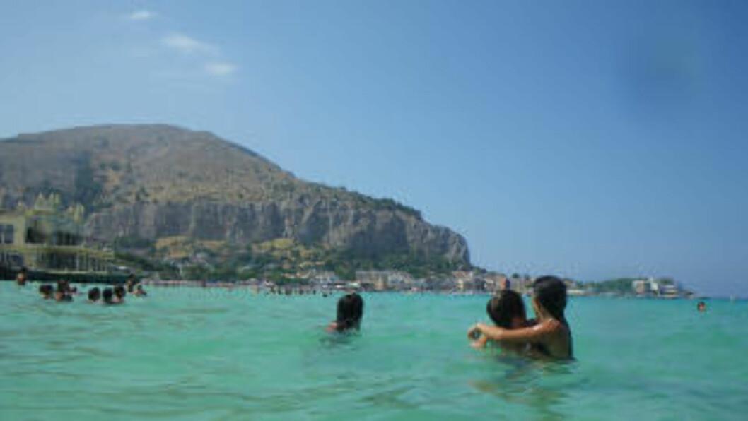 <strong>NUMMER TRE:</strong> Italia er et klassisk feriemål, her representert ved badebyen Mondello utenfor Palermo på Sicilia. Foto: KIRSTEN M. BUZZI