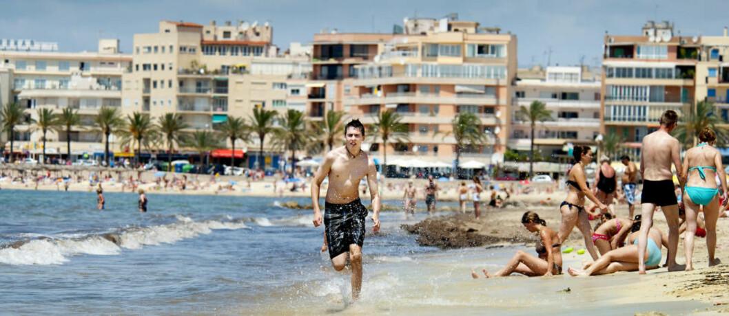<strong>NUMMER ÉN:</strong> Spania er det reisemålet nordmenn flest søker etter før jul. Landet har både sjarmerende byer og flotte strender, som her ved strendene ved Palma på Mallorca. Foto: JOHN TERJE PEDERSEN