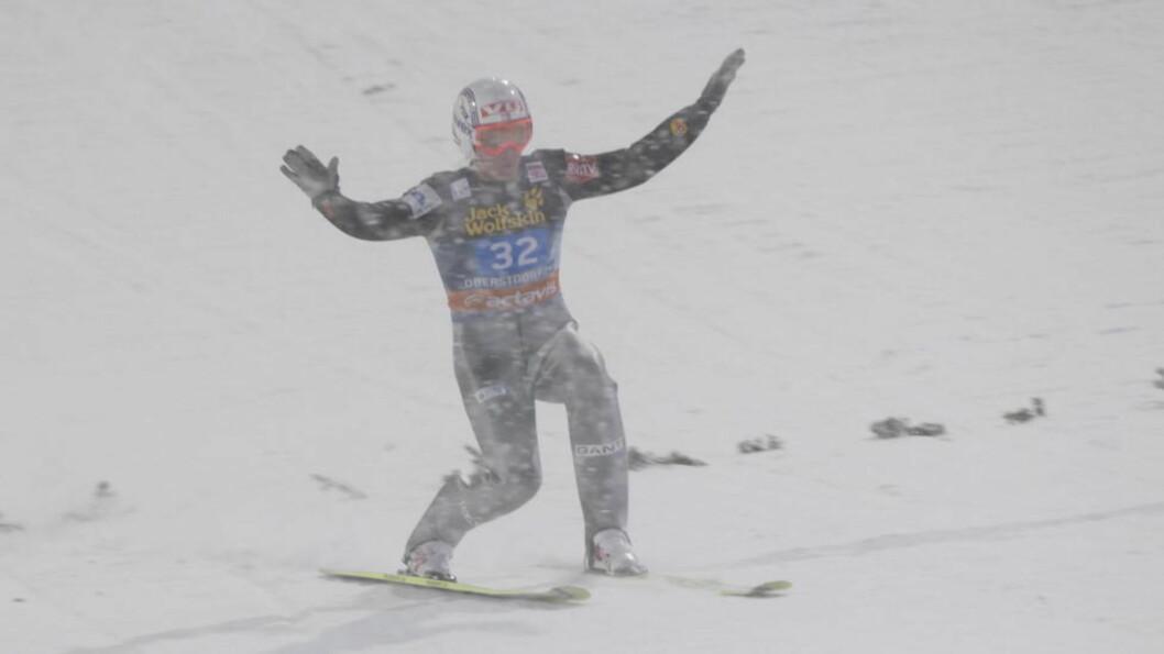 <strong>TØFFE FORHOLD:</strong> Bjørn Einar Romøren og de andre hopperne fikk det tøft under åpningsrennet i Oberstdorf. Foto: Terje Bendiksby / Scanpix