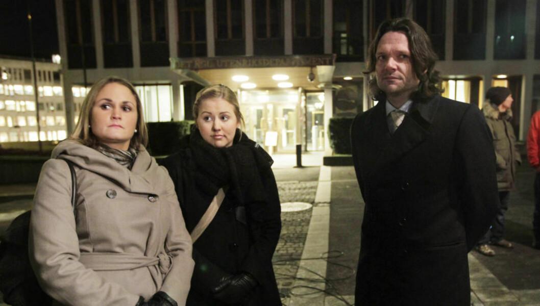 <strong>«FORBANNET»:</strong> Tarjei Skirbekk (t.h.) var en av Jonas Gahr Støres nærmeste rådgivere. Han stilte som UD-representant under appellene etter Martine-fakkeltoget i 2009, da dette bildet ble tatt. Foto: Lise Åserud / Scanpix