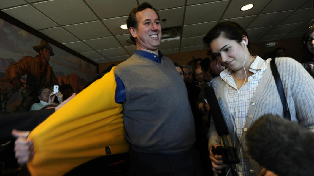 <strong> ULTRA-KONSERVATIV:</strong>  Rick Santorum gjør seg klar for å tale til sine velgere på The Pizza Ranch restaurant i Iowa i går. Foto: AFP Photo/Jewel Samad