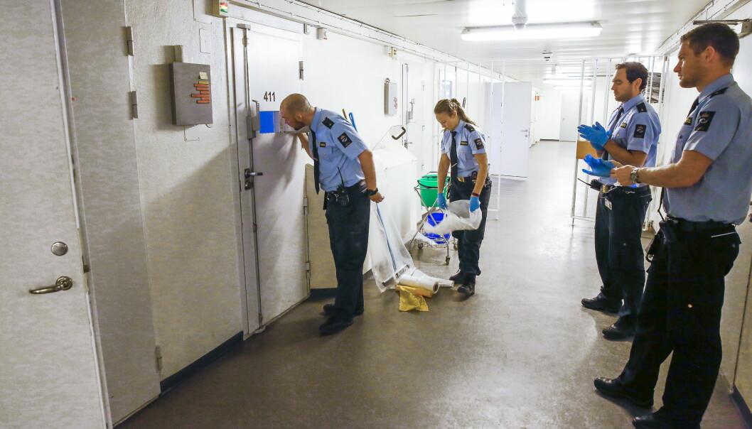 <strong>ILA:</strong> Fengselet har en egen avdeling der innsatte sitter i isolasjon. Bildet er fra i fjor, da Dagbladet fikk bli med fengselets Ressursteam ned i kjelleren. Foto: Jacques Hvistendahl / Dagbladet